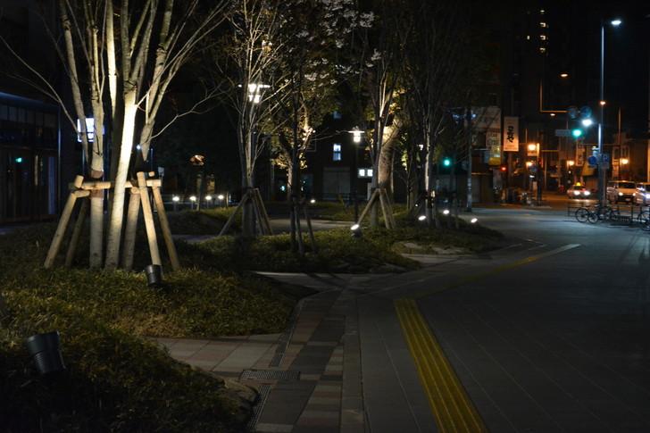深夜散歩の魅力①静か:夜の暗い街は静かで落ち着く