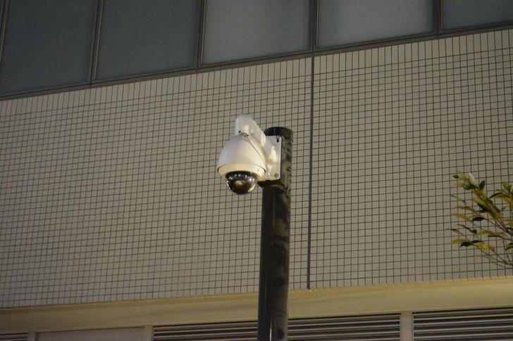 六本松:シージプレイヤーなら、思わずこの形の監視カメラを破壊したくなるはず。