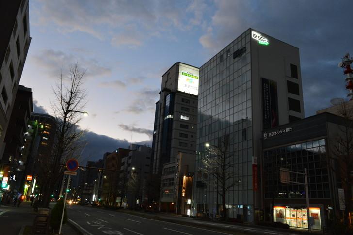 【福岡散歩日誌7】夕方の「舞鶴・赤坂辺り」を散歩【12月】:そこそこ高いビル群