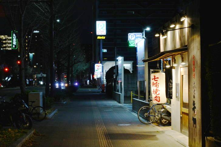 【福岡散歩日誌7】夕方の「舞鶴・赤坂辺り」を散歩【12月】:昭和通りの歩道