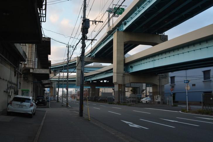 福岡散歩日誌:高架下の様子