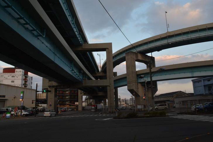 福岡散歩日誌:高架下(福岡都市高速環状線)