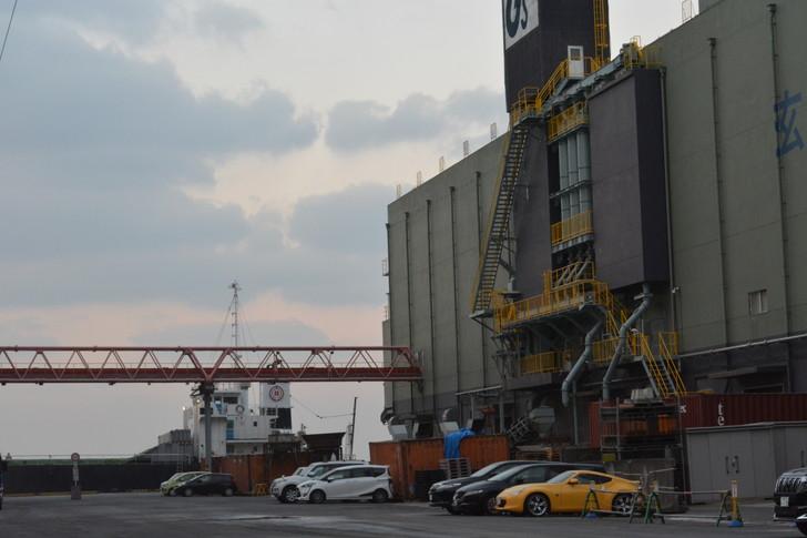 福岡散歩日誌:工場と空