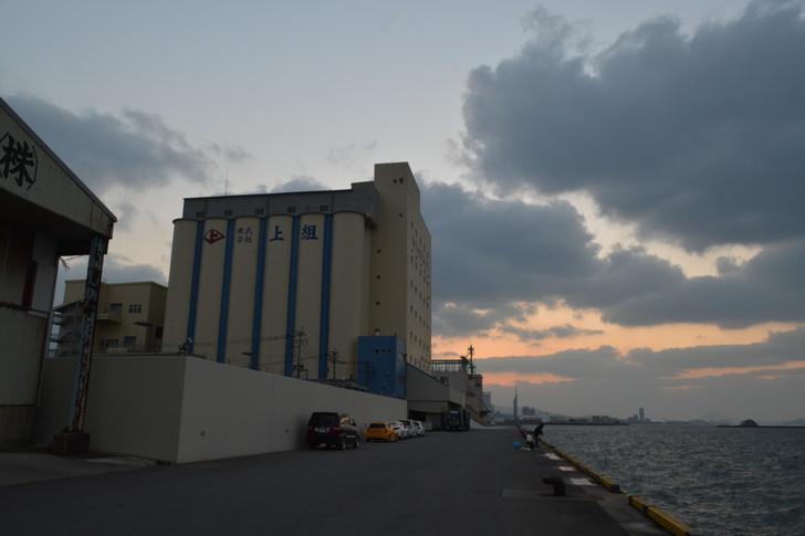 福岡散歩日誌:日暮れ時の工場