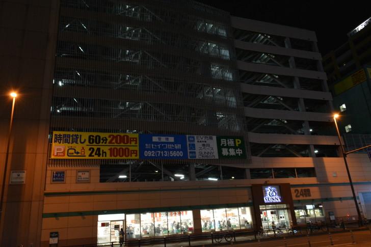 【福岡散歩日誌6】「渡辺通り」から「那の川」辺りを散歩【12月】:「渡辺通り」から「那の川」辺りを散歩:サニーというより駐車場がでかかった
