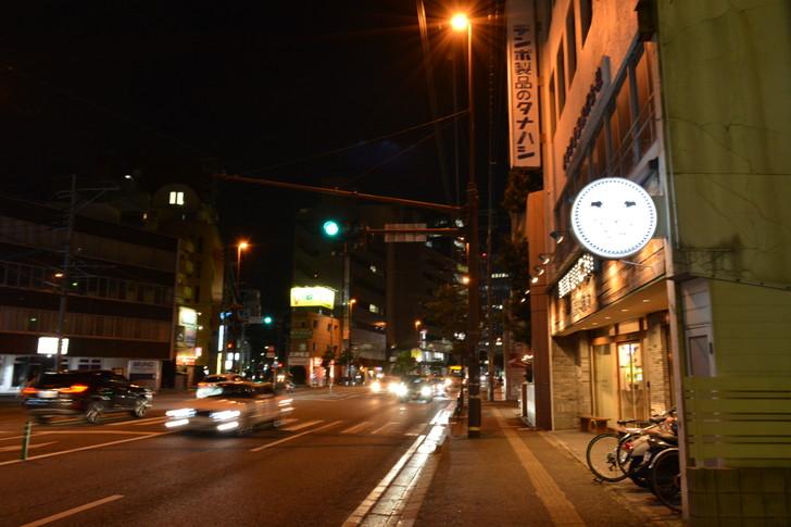 【福岡散歩日誌5】夜の薬院駅付近を散歩【12月】:そこそこの交通量