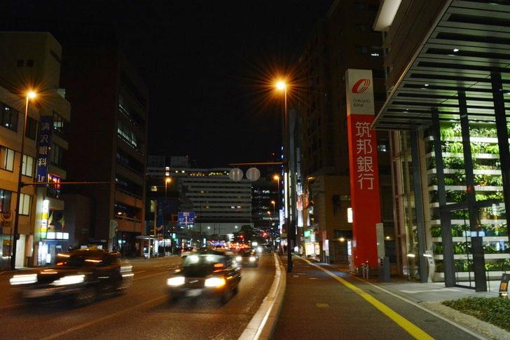 【福岡散歩日誌5】夜の薬院駅付近を散歩【12月】:広い道路ってやっぱりいいね