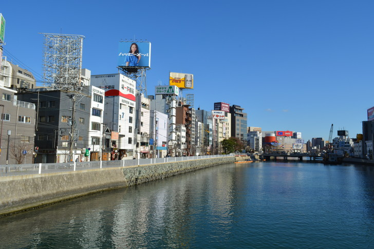 【福岡散歩日誌9】昼の「中州」を散歩【1月】:橋の上で撮影した那珂川