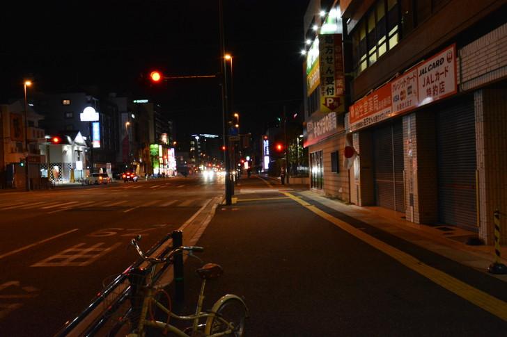 「日赤病院前(日赤通り)」と「高宮駅」近くの飲食店街を散歩【1月】:広い歩道