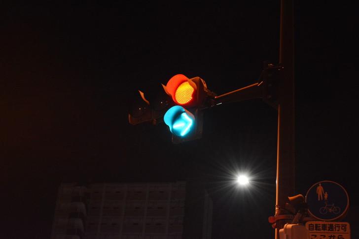 「日赤病院前(日赤通り)」と「高宮駅」近くの飲食店街を散歩【1月】:信号機
