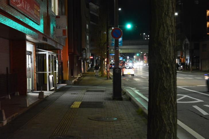 「日赤病院前(日赤通り)」と「高宮駅」近くの飲食店街を散歩【1月】:大池通りの歩道