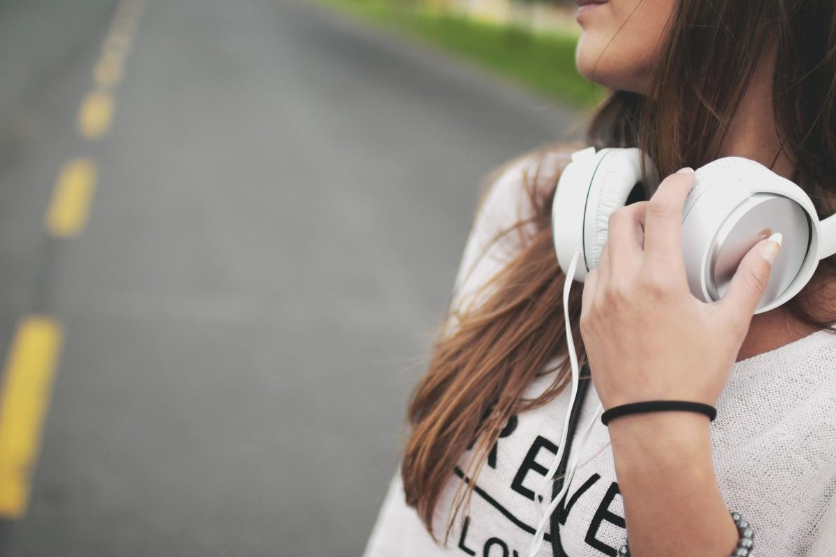 イメージ:【散歩にピッタリ】ドラマティックで優しい曲10選