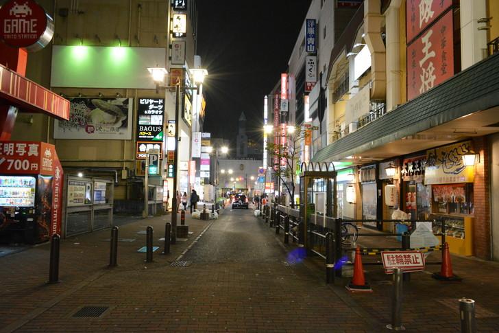 サザン通り(西口交差点の方を向いて撮影)