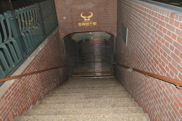 地下街への入り口(フラッシュ)