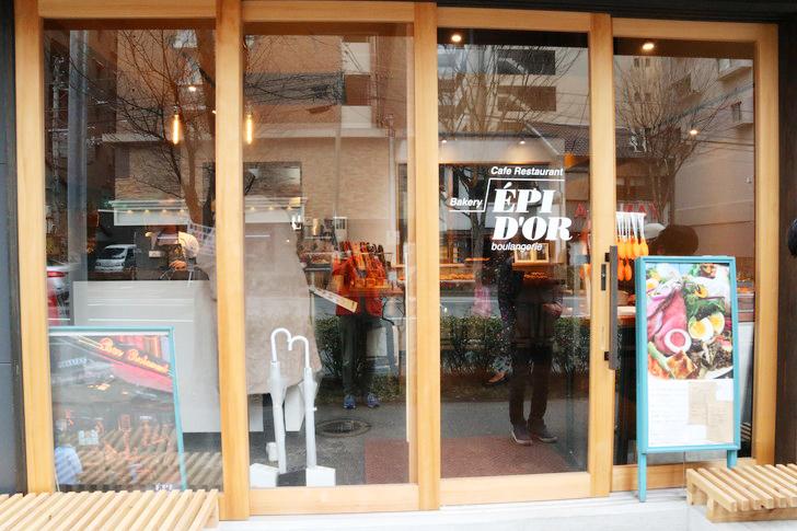 【薬院ランチ】1階はパン屋、2階はカフェ&レストラン「EPIDOR(エピドール)」のグルメレポート:外観