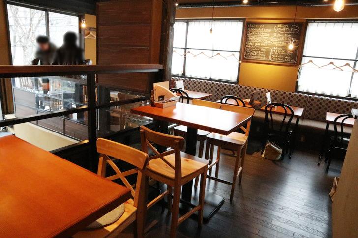 【薬院ランチ】1階はパン屋、2階はカフェ&レストラン「EPIDOR(エピドール)」のグルメレポート:カフェスペース