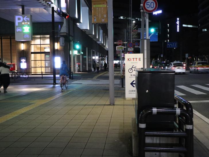 キレイで開放的な景観、都会感を楽しめる「博多駅~サンロード商店街」までを散歩:住吉通りを薬院方面に歩き続ける