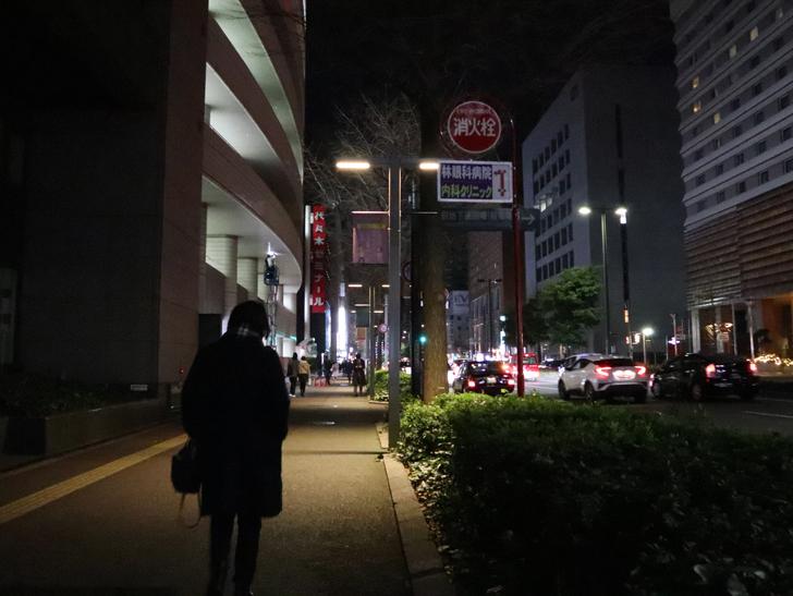 キレイで開放的な景観、都会感を楽しめる「博多駅~サンロード商店街」までを散歩:住吉通り
