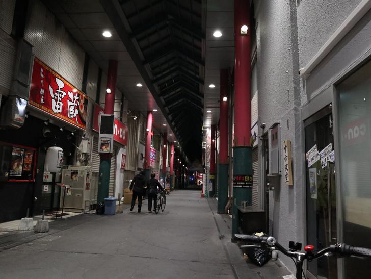 キレイで開放的な景観、都会感を楽しめる「博多駅~サンロード商店街」までを散歩:SUN ROAD商店街