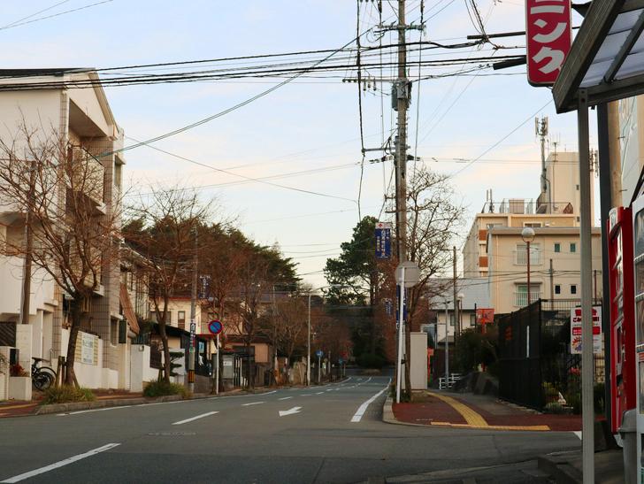 """霊園周りのちょっと不思議な空間「福岡市中央区""""平和""""」を散歩:「平和3丁目交差点」付近からスタート"""