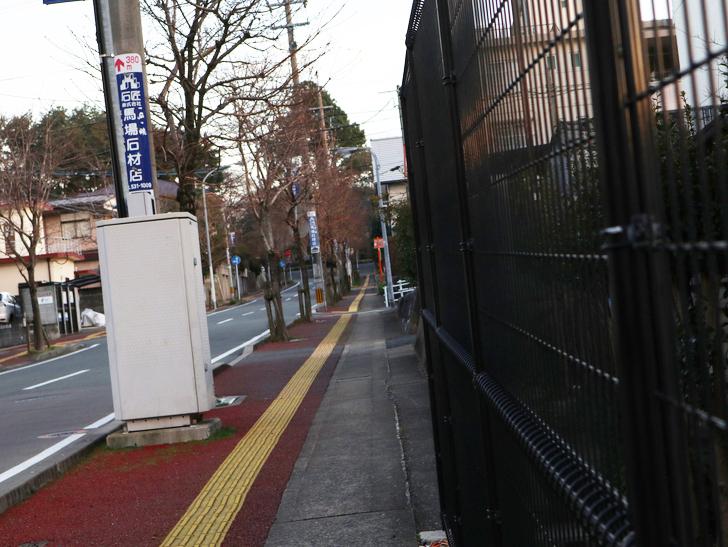 """霊園周りのちょっと不思議な空間「福岡市中央区""""平和""""」を散歩:歩道"""