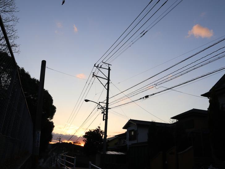 """霊園周りのちょっと不思議な空間「福岡市中央区""""平和""""」を散歩:もう夕方って感じです"""