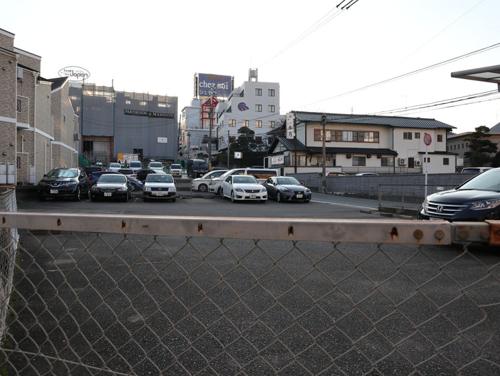 落ち着いた雰囲気の裏道「平尾(山荘通)~薬院大通付近」を散歩:住宅街を歩き続ける