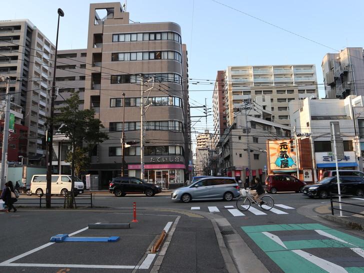 落ち着いた雰囲気の裏道「平尾(山荘通)~薬院大通付近」を散歩:薬院大通りに出てきた
