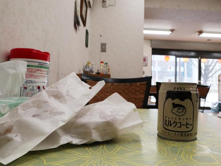 【呉服】おやつにピッタリ!「むっちゃん万十 呉服町店」:ムツゴロウ焼とミルクコーヒー
