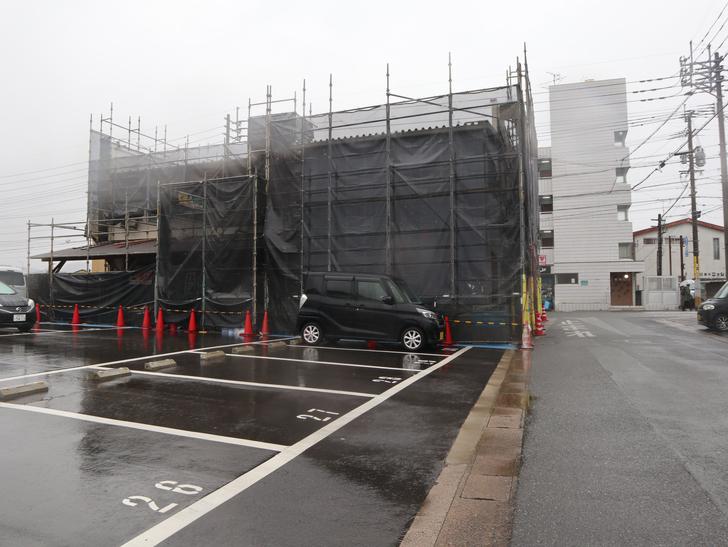 意外とお店が充実してる。絶対住みやすい街「長丘1丁目」を散歩:建設中の建物