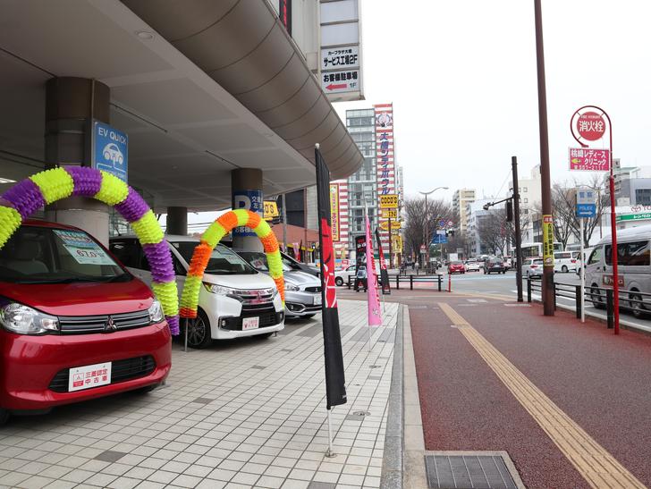 区役所周りの落ち着いた通り「福岡市南区塩原」をゆったり散歩:三菱自動車販売店の前
