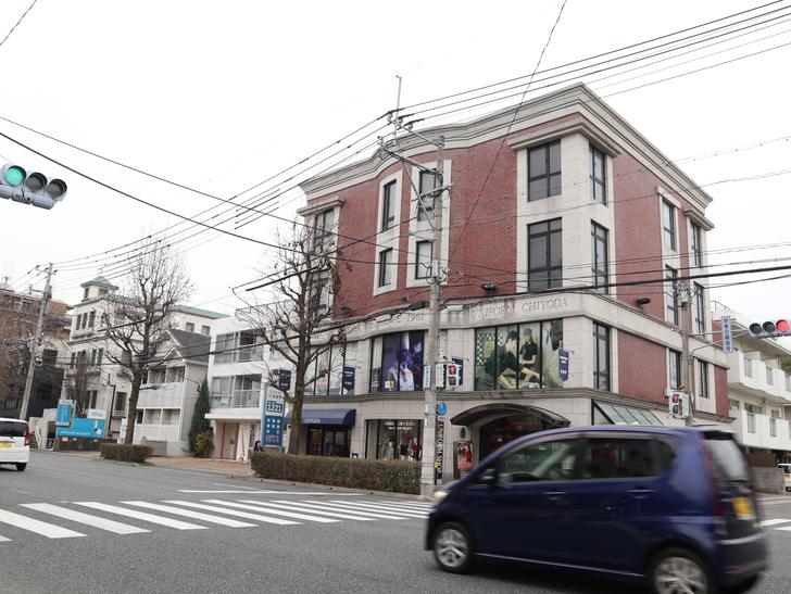 区役所周りの落ち着いた通り「福岡市南区塩原」をゆったり散歩:「ユニフォームのチヨダ本社」が入ったビル