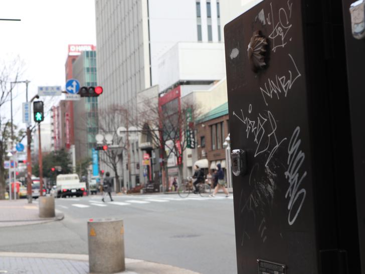 落書きされたBOXと街