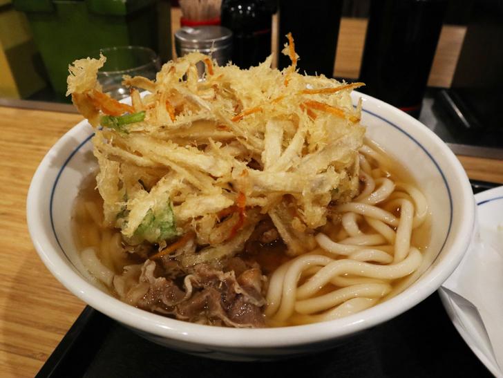 「うどんウエスト」という福岡人には定番のうどん屋について語る:肉・かき揚げごぼううどん 730円