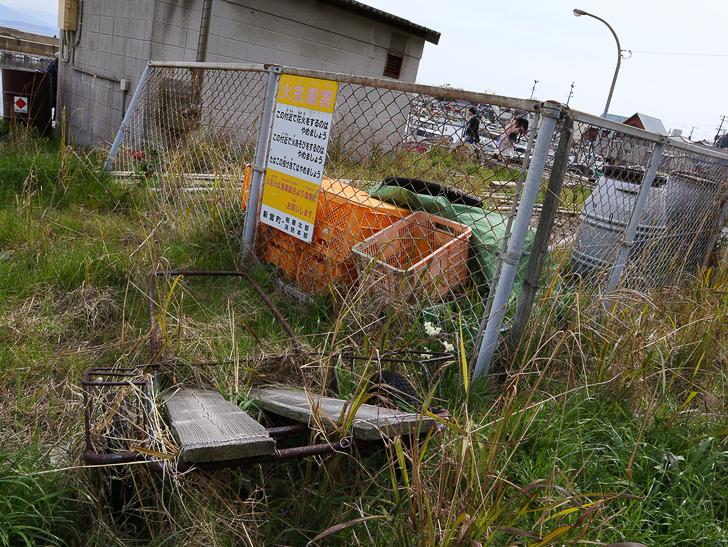 島民328人に対し「猫民100匹」!「相島(あいのしま)」に行ってきた:フェンス、ミカン箱、ボロボロのリヤカー
