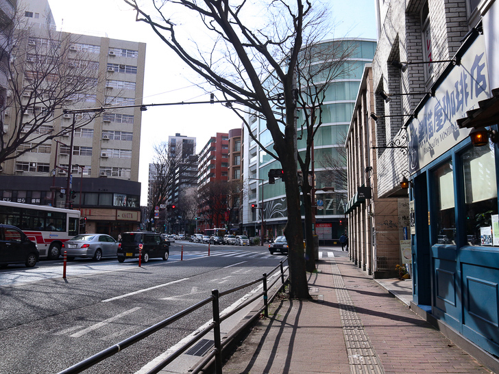 オシャレで趣のある街並み「警固交差点~大濠公園近く」までを散歩:警固交差点(写真奥の信号部分)