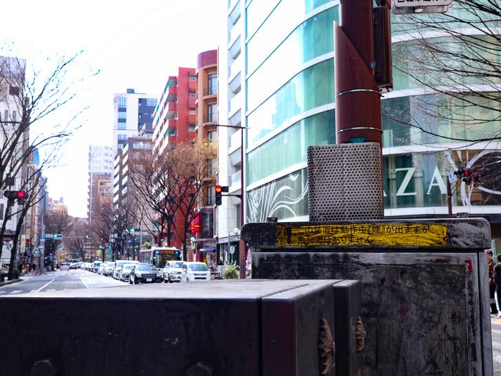 オシャレで趣のある街並み「警固交差点~大濠公園近く」までを散歩:やたら汚れている制御盤