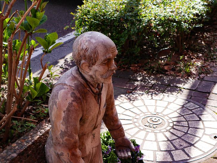 オシャレで趣のある街並み「警固交差点~大濠公園近く」までを散歩:小さいおじさんの銅像