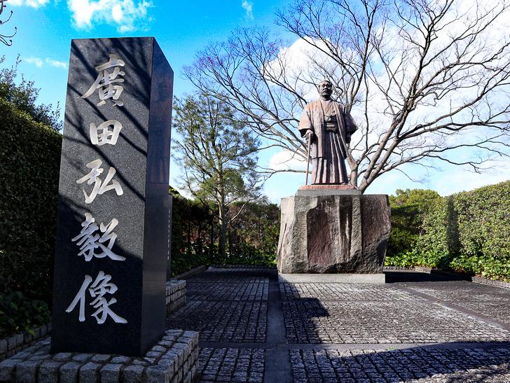オシャレで趣のある街並み「警固交差点~大濠公園近く」までを散歩:広田弘毅銅像