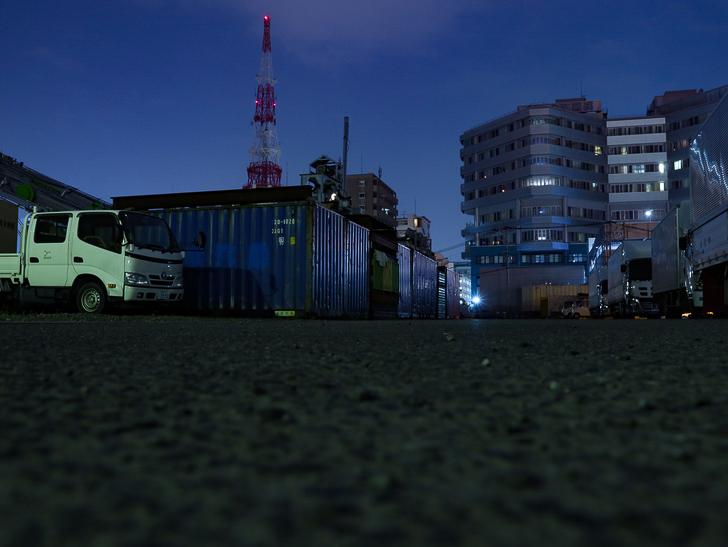 癒される異空間「深夜の須崎ふ頭」を散歩:コンテナやトラック