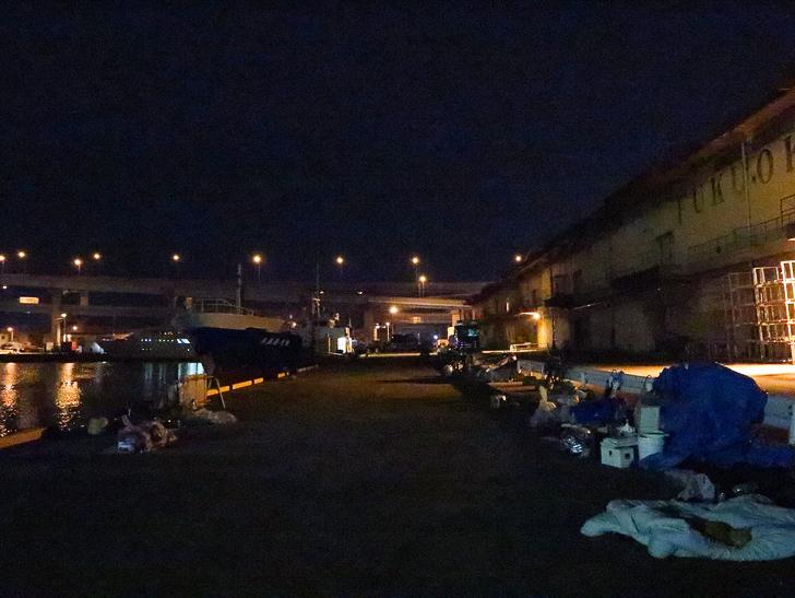 癒される異空間「深夜の須崎ふ頭」を散歩:ホームレスたちのアジト