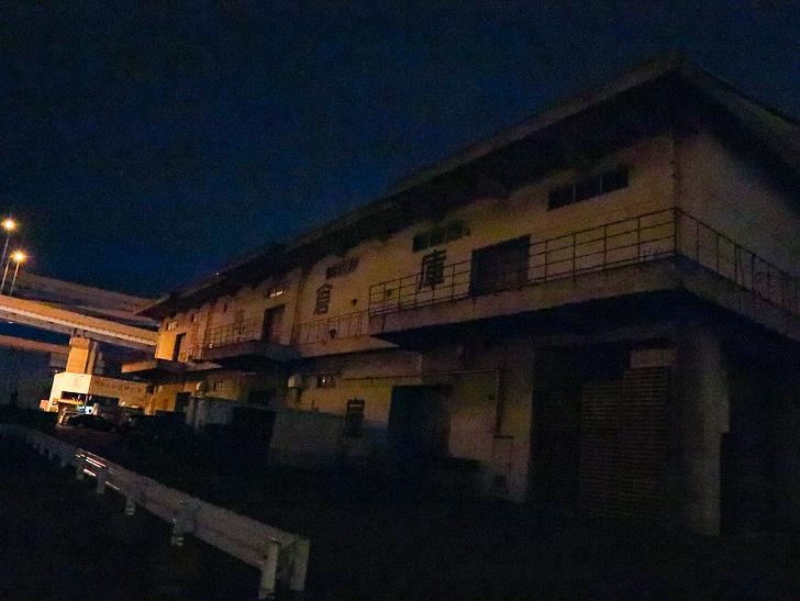 癒される異空間「深夜の須崎ふ頭」を散歩:最初のとはまた別の倉庫