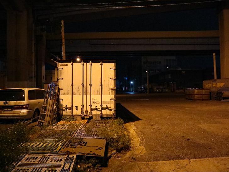 癒される異空間「深夜の須崎ふ頭」を散歩:この辺は明るい