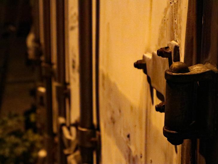 癒される異空間「深夜の須崎ふ頭」を散歩:コンテナのヒンジ