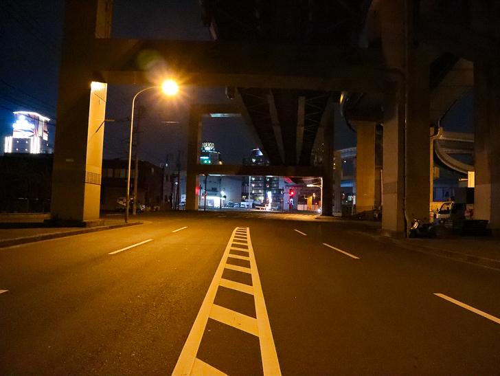 癒される異空間「深夜の須崎ふ頭」を散歩:ちょっと先にはホテル街がある