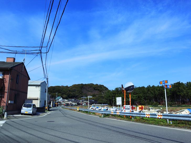 「西鉄新宮駅~相島渡船新宮待合所」までの徒歩ルートが絶景だった:湊川沿いの道路