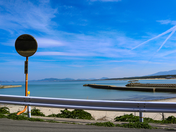 「西鉄新宮駅~相島渡船新宮待合所」までの徒歩ルートが絶景だった:海とカーブミラー