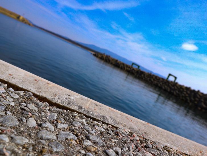 「西鉄新宮駅~相島渡船新宮待合所」までの徒歩ルートが絶景だった:地面と海