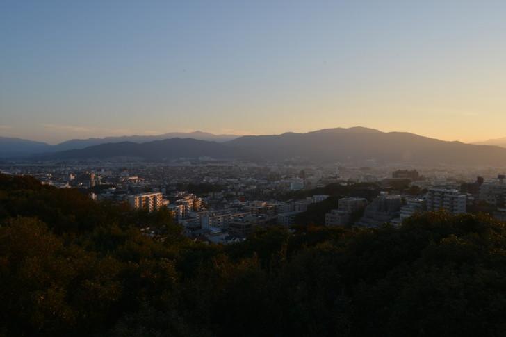 登り切ったらもうすぐに撮影開始!良い感じの夕焼け