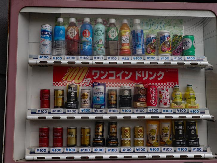 【ベイサイドプレイス博多(昼)】を思う存分満喫!: 大変リーズナブルな自販機:安い